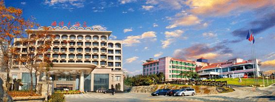 /enpproperty--> 酒店内容 【组委会接待酒店】 青岛海尔洲际酒店  青岛海尔洲际酒店位于奥帆中心,坐落于2008年奥运帆船比赛中心,所有酒店客房及套房均拥有醉人的海景或跃动的城市风景。从豪华舒适的客房向外望去,美丽的青岛海岸线尽收眼底! 地点:青岛市市南区澳门路98号 &#16