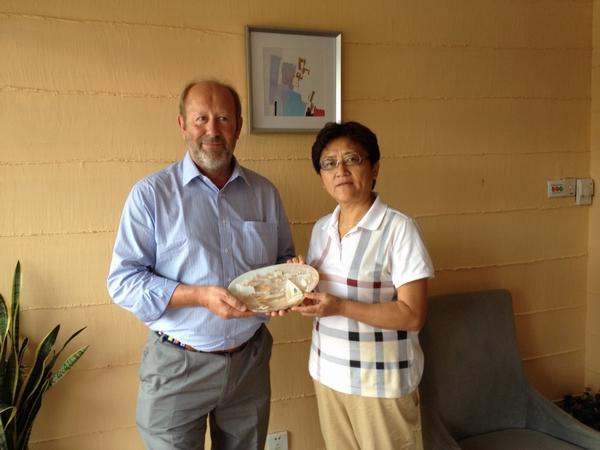 国际激光级帆船单项级别协会主席杰夫·马丁一行2人,就青岛承办2013